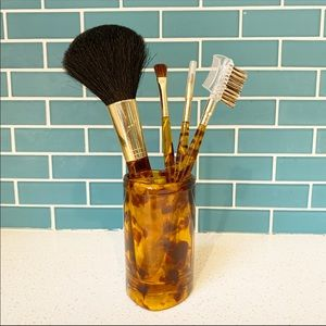 Vintage makeup brush set